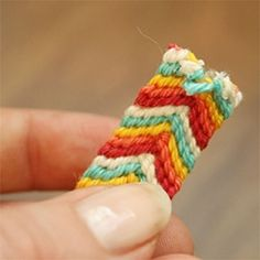 Chevron friendship bracelet with metal closure for a grown up look! Full tutorial with pictures! @ By Wilma Diy Fashion Projects, Diy Projects, Crochet Crafts, Sewing Crafts, Diy Jewelry, Jewelry Making, Crafts To Make, Diy Crafts, Chevron Friendship Bracelets