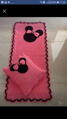Aphgan Patterns, Crochet Patterns, Fun Crafts, Diy And Crafts, Valentine Baskets, Animal Rug, Crochet Carpet, Tapestry Crochet, Disney Christmas
