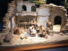 Christmas Village Sets, Christmas Nativity Scene, Christmas Villages, Nativity Stable, Diy Nativity, Christmas Crib Ideas, Christmas Decorations, Diy Crib, Garage Makeover