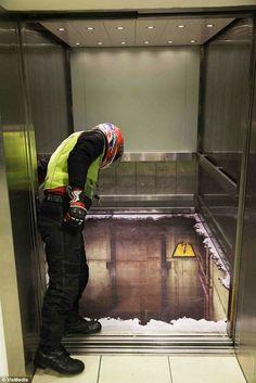 こ、こえー!ロンドンのエレベーターこえー!