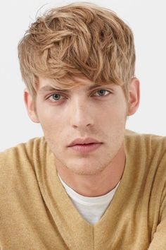 Fringe Hairstyles, Hairstyles With Bangs, Cool Haircuts, Haircuts For Men, Short Hair With Bangs, Short Hair Styles, Baptiste Radufe, Facial Hair Growth, Models Backstage