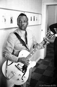John Lee Hooker I don't play a lot of fancy guitar. I don't want to play it. The kind of guitar I want to play is mean, mean licks.