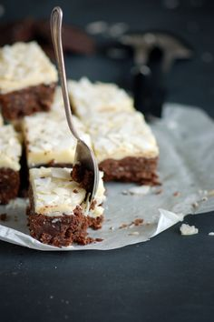 Brownie with white chocolate and coconut