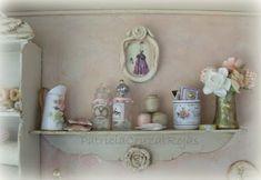 Cuadro Cuarto Costura con Miniaturas. Rosa y Crema.  Estilo Shabby Chic  Protegido con Vidrio. Mide 39x32, 5 cm y 9 cm de Profundidad. ...