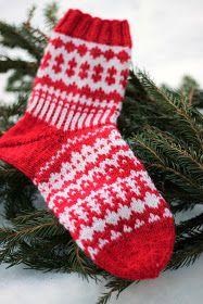 Sweet things: Adventtisukat 2017 - osa 4 Wool Socks, Knitting Socks, Christmas Cross, Handicraft, Mittens, Christmas Stockings, Knit Crochet, Diy And Crafts, Crochet Patterns