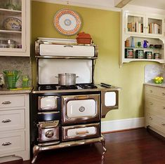 Making the Most (Least?) of Appliances - Design for the Arts & Crafts House   Arts & Crafts Homes Online Arts And Crafts House, Home Crafts, New Kitchen, Vintage Kitchen, Kitchen Ideas, Kitchen Stove, Heartland Appliances, Crown Point Cabinetry, Stoves For Sale