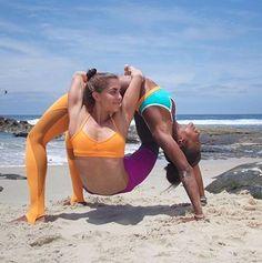 Most Impressive and Challenging Yoga Poses beeindruckendste und herausforderndste Yoga-Posen 2 Person Yoga, Two Person Yoga Poses, Yoga Poses For Two, Couples Yoga Poses, Acro Yoga Poses, Partner Yoga Poses, Iyengar Yoga, Ashtanga Yoga, Yoga Girls
