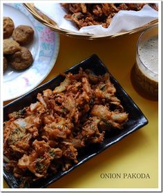 Onion pakoda recipe, Onion pakoda with mint leaves - Raks Kitchen Holi Recipes, Indian Food Recipes, Tea Time Snacks, Green Chilli, Curry Leaves, Fennel, Onion, Side Dishes, Pork