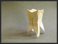 Video tutorial on how to make an origami tooth. A Perfect Gift for a Dentist. Video tutorial for this and many other origami figures.