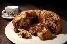 Απίθανο κέικ βανίλια σοκολάτα που δεν μπαγιατεύει, απλά ωριμάζει και μελώνει! Greek Sweets, Greek Desserts, Cookie Desserts, Greek Recipes, Sweets Cake, Cupcake Cakes, Cup Cakes, Cooking Cake, Cooking Recipes