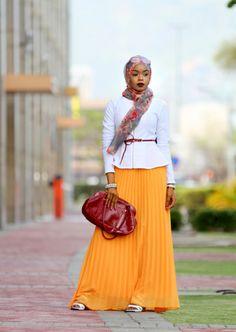 Für ihre überwältigenden Looks bevorzugt Chi türkische Kopftücher. | Diese Frau stylt ihren Hidschab für den Job und es ist VERDAMMT cool