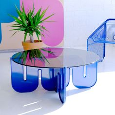 This unique piece, crafted with sheet metal is for all design lovers who want a table as wild and free as the ocean. Add the smoked glass top for an extra unique look, or go with the clear glass for a more chic style. Gold Desk Chair, Bend Goods, Dining Chairs, Dining Table, Desk Chairs, Blue And Copper, Decoration, Furniture Design, House Design