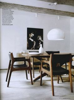 Statement photograph and fabulous chairs and table