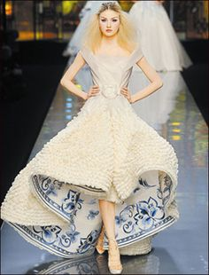 Dior Gucci Chanel等国际大牌上演 中国刺绣走上国际舞台