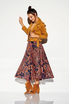 Fusta casual cu lungime medie si imprimeu colorat.Vaporoasa cu talie elastica.Este un model in trend, usor de purtat si accesorizat. Boho Stil, Rock, Chic, Skirts, Casual, Vintage, Style, Products, Fashion