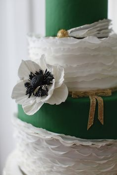 Emerald Wedding Cake #coloroftheyear via @The Perfect Palette