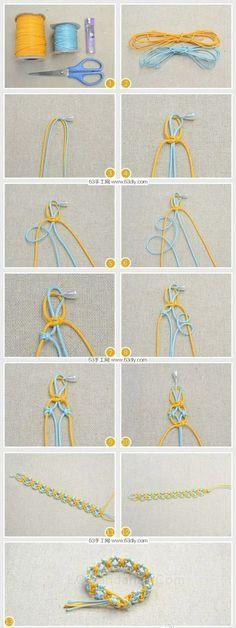 今天的最后一篇手工跟大家分享的是一款小清新风格简单清爽的手绳的手工diy编织教程。手绳手链类的手工其实是相当多的了,整个手工编织栏目快有一般都是手绳这一类的手工编织教程,所以大家如果不喜欢这款的话,可以搜索手绳或者去手工编织栏目去看看哦。