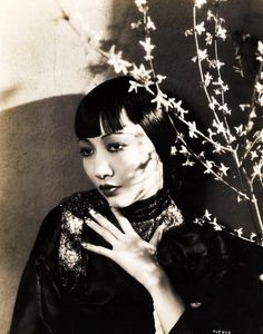The Golden Year Collection — screengoddess: Anna May Wong 1933 Hollywood Icons, Golden Age Of Hollywood, Vintage Hollywood, Hollywood Glamour, Hollywood Stars, Hollywood Actresses, Classic Hollywood, Silent Film Stars, Movie Stars