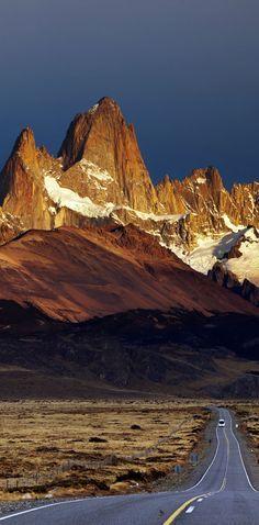 Road to Mount Fitz Roy. Los Glaciares National Park, Patagonia, Argentina