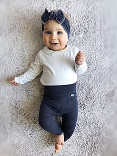 ♥ This super sweet set of Bamboo Knit is the softest leggings and headband in our shop ! it is great for babies and toddlers It is stylish for your baby and makes a great gift that anyone can be proud to give to a lucky mom and baby. Choose from 8 available colors! #babygirloutfit #babyshowergift #cominghomeoutfit #etsy