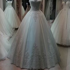 Wedding Hijab Styles, Wedding Gowns, Beautiful Henna Designs, Hijab Bride, Beautiful Gowns, Dream Dress, Pretty Dresses, Wedding Engagement, Ball Gowns