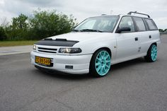 Astra F. GSi bumper. Tycoon 8x17 wheels with 185/35-17 stretchtyres. Lowered around 75/50
