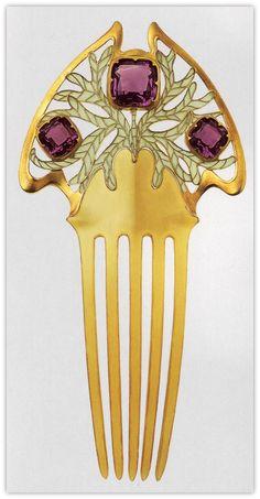 Art Nouveau hair comb by the Brothers Wever (Vever). Horn, gold, amethysts, plique-à-jour enamel.