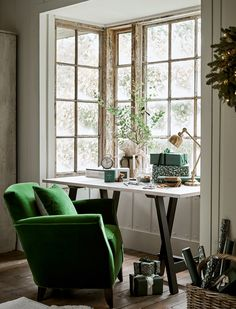 Christmas inspirations by English photographer Polly Wreford Photos Ideas Design Falcon Enamelware, English Interior, Country House Design, How To Make Light, Cottage Homes, Picture Design, Sofa Chair, Christmas Inspiration, Home Gifts