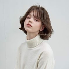 Cute girl with short hair Aesthetic People, Aesthetic Hair, My Hairstyle, Cute Hairstyles, Girl Face, Woman Face, Portrait Inspiration, Hair Inspiration, Short Grunge Hair
