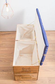 Double longueur, double hauteur jusquà ottoman pédalé caisse à vin en bois création de rangement but multi élégant conçu pour s'asseoir à la fin de votre lit ou dans votre entrée  Vous pouvez me poster votre tissu de choix (ou si vous êtes local, venir et dire Salut!) Pour un pouf cette taille jaurais besoin de tissu mesurant 130 cm x 50 cm et le tissu devra être relativement lourd / porte-imagine dur le poids dune matière denim moyen - cest le poids MINIMUM que le tissu aurait besoin dê...