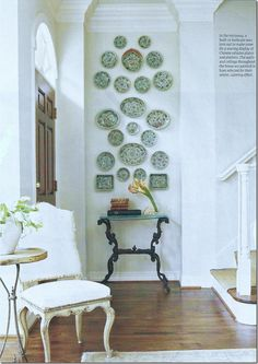 Small wall decor ideas hallway decorating for your home living room on a budget pictures idea Hallway Decorating, Decoration Bedroom, Room Decor, Decorating Ideas, Decor Ideas, Niche Decor, Entryway Decor, Hanging Plates, Plates On Wall