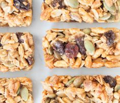 A perfectly portioned, honey-sweetened granola bar perfect for lunches or when you are on the go. One recipe makes 30 mini bars! Lunch Box Recipes, Whole Food Recipes, Breakfast Recipes, Snack Recipes, Healthy Recipes, Healthy Snacks For Kids, Easy Snacks, Healthy Treats, Granola Barre