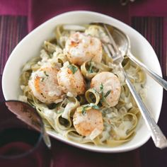 Scallops in Sage Cream.....wonder how that black pepper pasta would be with it.......421 Calories