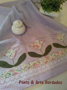 Toalha de Rosto com aplicação em Patch Aplique com tecido 100% algodão. <br>Toalha de Rosto: 50 x 70 cm <br>Aceito encomenda com outros motivos e cores.