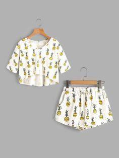 Allover Pineapple Print High Low Tee And Shorts Pajama Set – Mode für Frauen Cute Pajama Sets, Cute Pjs, Cute Pajamas, Cute Lazy Outfits, Outfits For Teens, Girl Outfits, Hipster School Outfits, Pajama Outfits, Crop Top Outfits