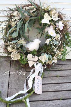 Spring Door Wreaths, Easter Wreaths, Summer Wreath, Spring Birds, Spring Flowers, Wreath Crafts, Diy Wreath, Spring Flower Arrangements, Christmas Decorations