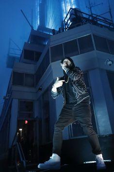 "Logic abd Eminem joined forces on the new song ""Homicide"" released this month. emimen logic homicide newsong Via Eminem Wallpaper Iphone, Eminem Wallpapers, Eminem Style, Eminem Rap, Eminem Poster, Divas, The Real Slim Shady, Eminem Slim Shady, Jimmy Kimmel Live"