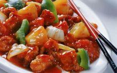 Pollo all'ananas - Ecco la ricetta del pollo all'ananas, uno dei piatti più noti almeno in Italia di questa esotica cucina; proposta in una versione facile e semplice da preparare