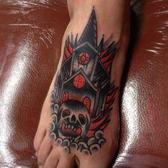Amazing foot tattoo by Joe Ellis (instagram @joeellistattooer)