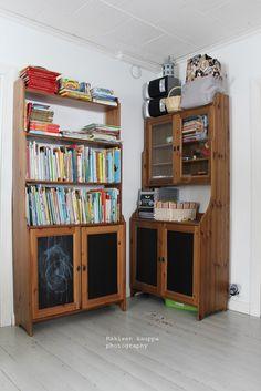 Loputonta remonttia vanhassa kaupassa, josta on tullut meidän koti. Decor, Furniture, Shelves, Home Decor, Entryway, Corner Bookcase