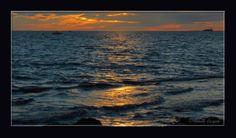 Coucher de soleil sur le Golfe de Fos...  http://mistoulinetmistouline.eklablog.com https://www.facebook.com/pages/Mistoulin-et-Mistouline-en-Provence/384825751531072