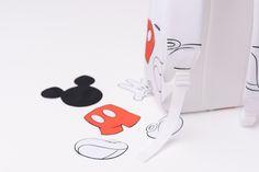 Régressif à souhait, ce sac à dosHerschel Supply décliné aux couleurs (mais pas seulement) de ce bon vieux Mickey Mouse. #cartonmagazine
