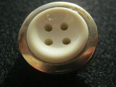 20 Stück Montageknöpfe mir Öse,Jackenknöpfe Crem/Gold,Durchmesser ca.25 mm,Neu Lübecker Knopfmanufaktur von Knopfshop auf Etsy