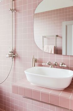 Is this your dream pink bathroom? - Is this your dream pink bathroom? Informationen zu Is this your dream pink bathroom? Pink Bathroom Tiles, Pink Tiles, Bathroom Colors, Bathroom Wall, Small Bathroom, Bathroom Ideas, Pink Bathrooms, Bathroom Organization, Bathroom Designs