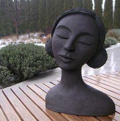 Pottery Sculpture, Sculpture Clay, Ceramic Clay, Ceramic Pottery, Ceramic Sculpture Figurative, Art Visage, Keramik Design, Art Prompts, Ceramic Figures