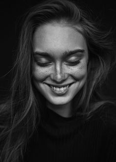 Awesome black and white portrait photo. Black And White Photography Portraits, Face Photography, Black And White Portraits, People Photography, Amazing Photography, Photography Gallery, Mobile Photography, Expressions Photography, Photo Portrait