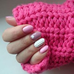 Un cosy nail girly avec des teintes très roses.