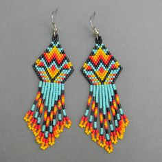 Native American inspired seed bead earrings by just beautiful. Beaded Earrings Native, Beaded Earrings Patterns, Seed Bead Patterns, Beading Patterns, Bead Earrings, Fringe Earrings, Native American Beadwork, Seed Bead Jewelry, Seed Beads