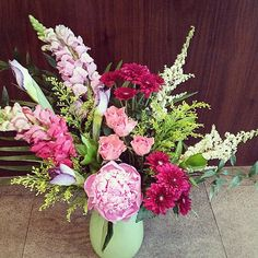 #Gorgeous #Summer #floral #arrangement ! #snapdragons #peonies #daisies #astilbe #roses and #irises !