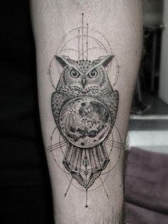 moon-tattoo-17 Owl Tattoo Design, Circle Tattoo Design, Moon Tattoo Designs, Tattoo Designs And Meanings, Cool Forearm Tattoos, Cool Small Tattoos, Trendy Tattoos, Leg Tattoos, Sleeve Tattoos